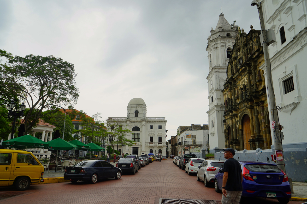 Every latin city has The Main Square: a cathedral, a hotel (which used to be the aristocracy house), a mayor's office, and a rotunda in the middle.