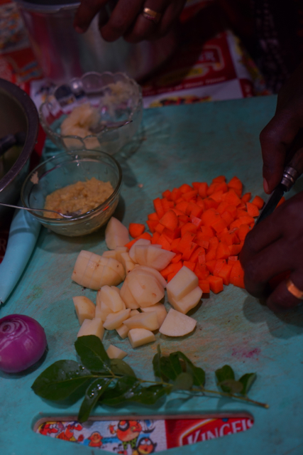 Cut potato and carrot in small pieces