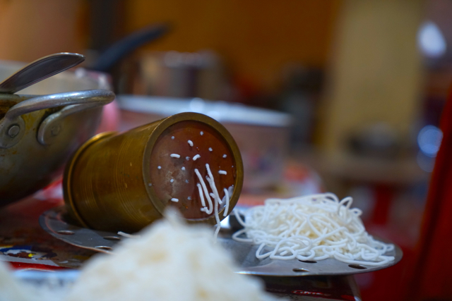 Making the rice vermicelli.